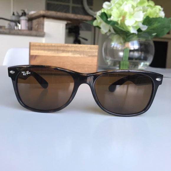 a69f8743094 Rayban New Wayfarer Sunglasses 2132. M 5a6bbd7c2ae12f0bd1ebdb64